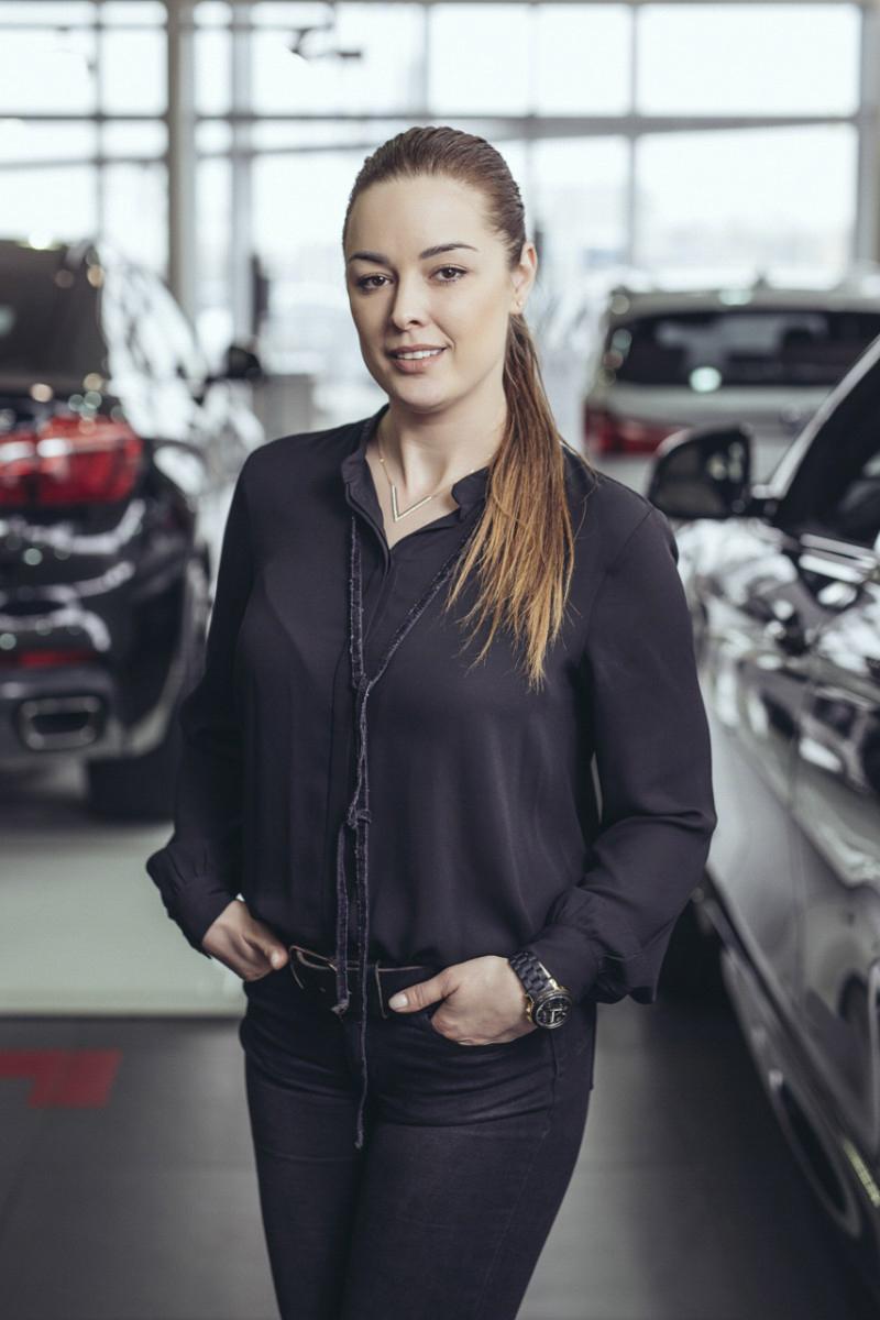 Firemny portret BMW showroom