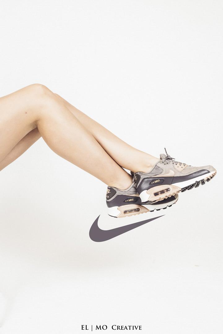 Fotka zenske nohy tenisky
